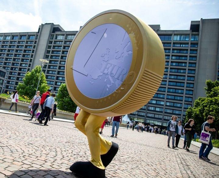 Devant le siège du Bundesbank , la banque fédérale allemande