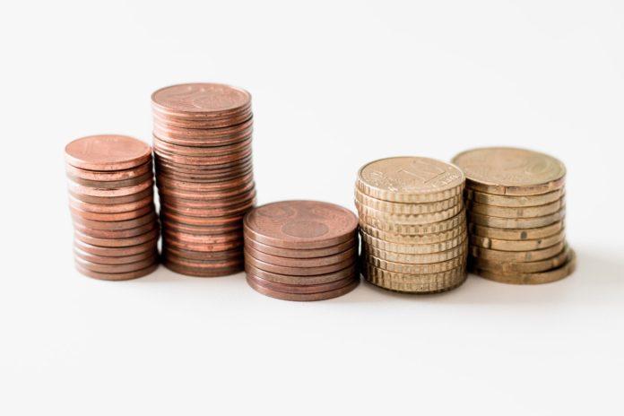 En France, les 10% de ménages les plus aisés disposent d'un patrimoine d'au moins 607700 euros, contre 3800 euros maximum pour les 10% de ménages les plus modestes.