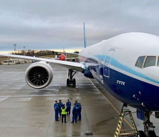 Le Boeing 777X sur la piste de décollage, le samedi 25 janvier 2020.