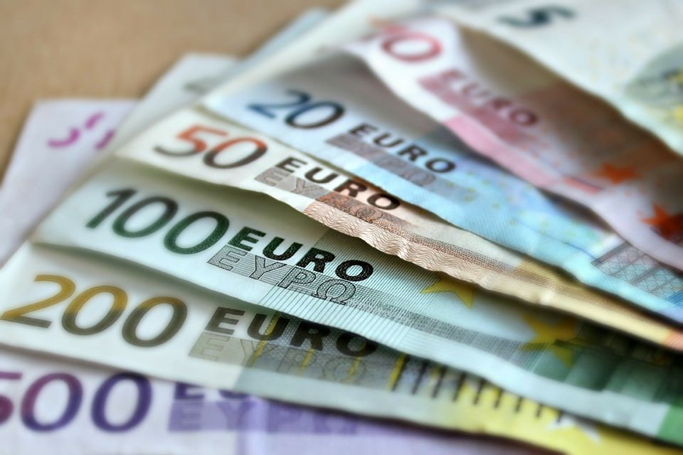 Des billets d'euros de diverses valeurs.